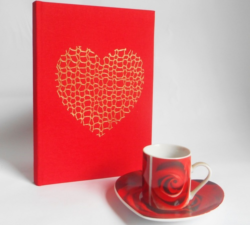A5-Red-Gold-Knit-heart