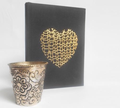 A6-Black-Gold-Knit-heart