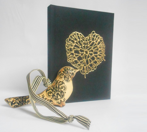 A6-Black-Gold-crochet-heart