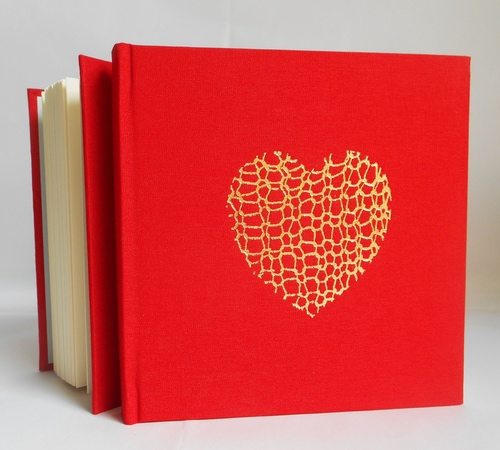 15cm-sq-red-gold-knit-heart